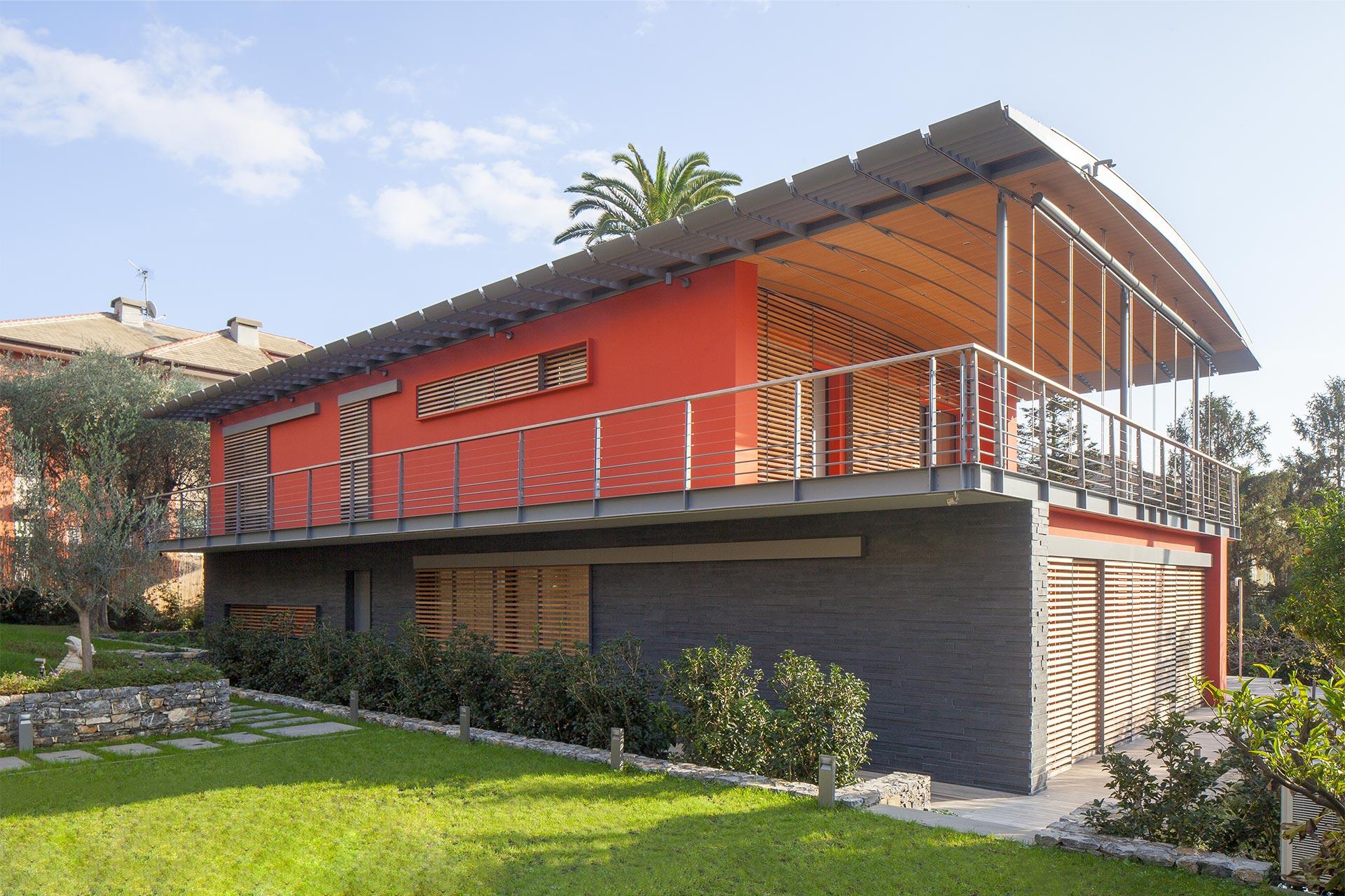 Prestazioni ed eleganza in villa: a Genova lo zinco-titanio protagonista in copertura