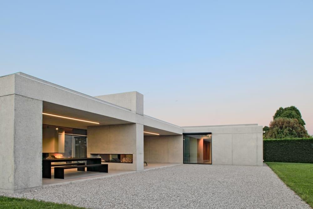 Riviera del Brenta: nella villa minimalista protagonista il calcestruzzo